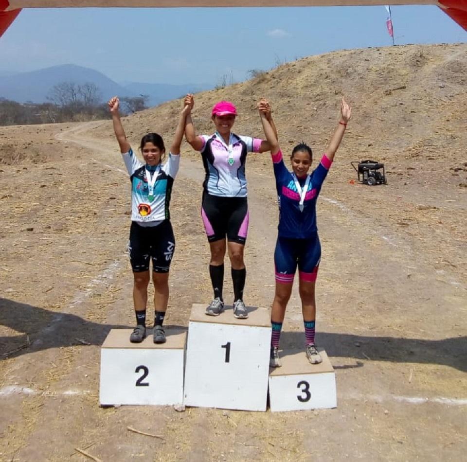 Diana Laura Chávez llegó en segundo lugar en la Categoría Femenil Avanzadas, colgándose la medalla de plata. (Foto: Cortesía)